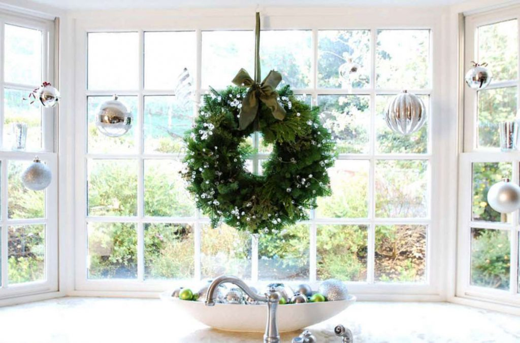 How To Decorate Your Timber Windows At Christmas Bereco Blog