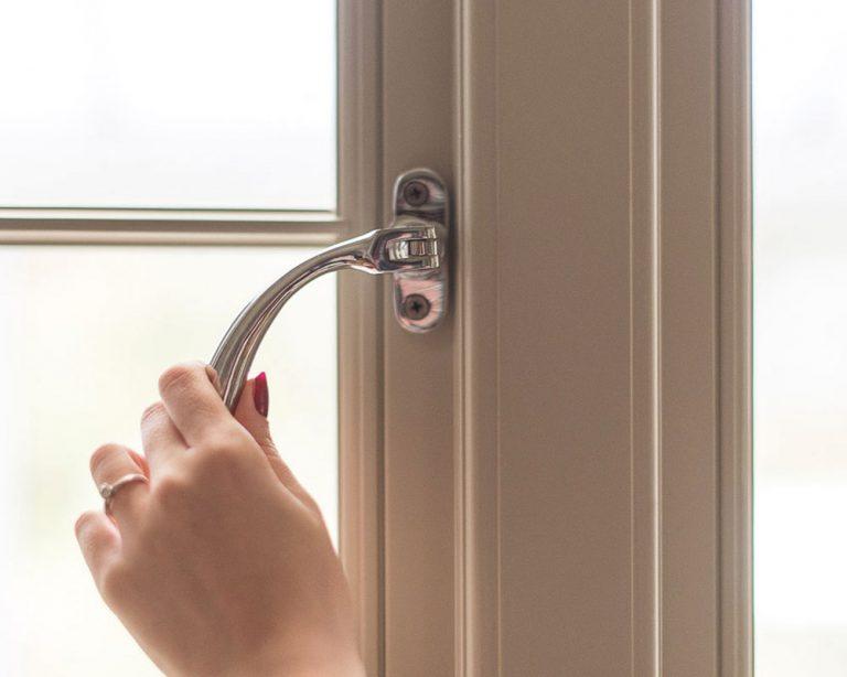 bulb end window handle